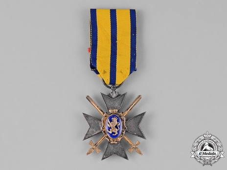 Military Division, III Class Honour Cross (in silver gilt, with swords)