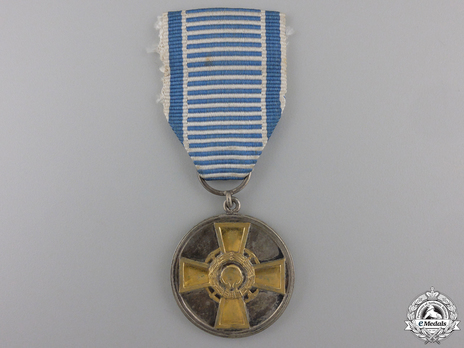 Cross of Merit of Physical Education and Sports, Silver Medal with Gold Cross Obverse