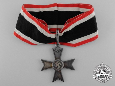 Knight's Cross of the War Merit Cross without Swords, by Deschler (unmarked) Obverse