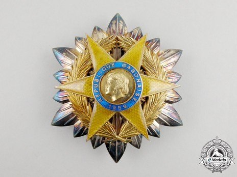 Order of the Equatorial Star, Grand Cross Breast Star Obverse