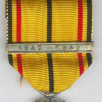 """II Class Cross (with """"1940-1945"""" clasp) Obverse Detail"""