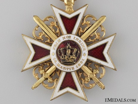 Order of the Romanian Crown, Type I, Military Division, Officer's Cross Obverse