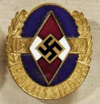 HJ Championship Badge, in Gold (Reichssieger 1942) Obverse