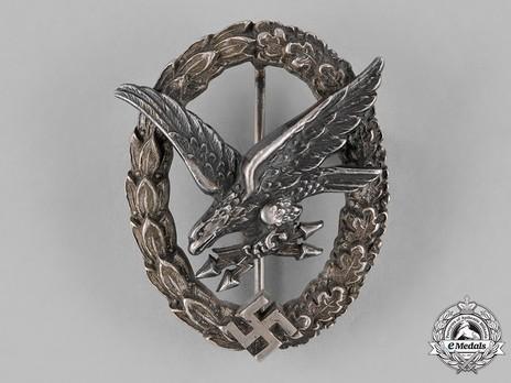 Radio Operator & Air Gunner Badge, by C. E. Juncker (in tombac) Obverse