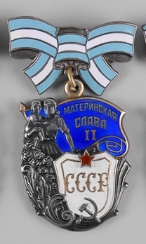 Order of Maternal Glory II Class Medal Obverse