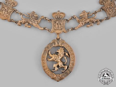 Collar Badge (in silver gilt)