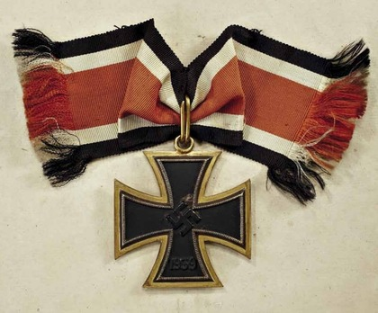 Grand Cross of the Iron Cross (by Juncker, golden frame) Obverse