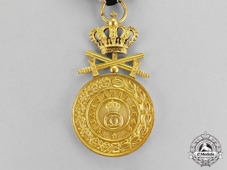 Order of the Royal House, Type II, Military Division, I Class Gold Medal Reverse