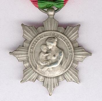 """Silver Medal (Ministry of Public Health, stamped """"LEON DESCHAMPS"""") Obverse"""