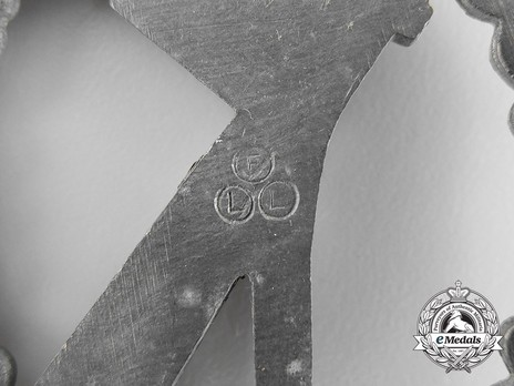 Infantry Assault Badge, by F. Linden (in silver) Detail