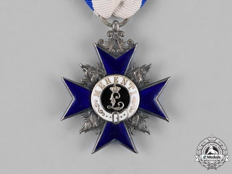 Order of Military Merit, IV Class Cross Obverse