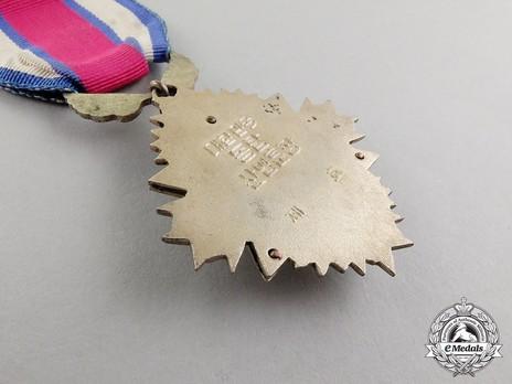 Order of Industrial Service Merit, Type I, III Class (Bronze Tower) Reverse