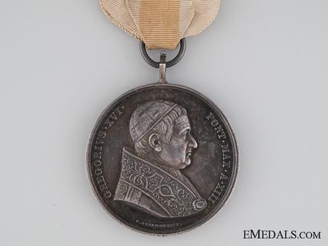 Bene Merenti Medal, Type II, Silver Medal (for Civil Merit) Obverse