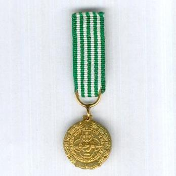 Miniature Gold Medal (for 30 Years, 1971-) Reverse