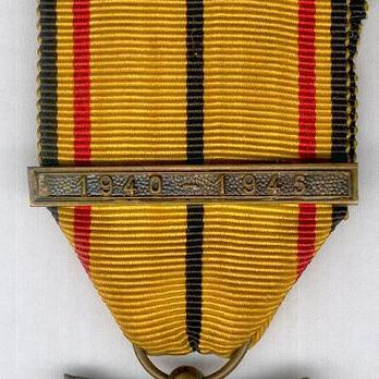 "III Class Medal (with ""1940-1945"" clasp) Clasp"