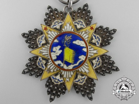 Order of the Cloud and Banner, VIII Class Knight Obverse
