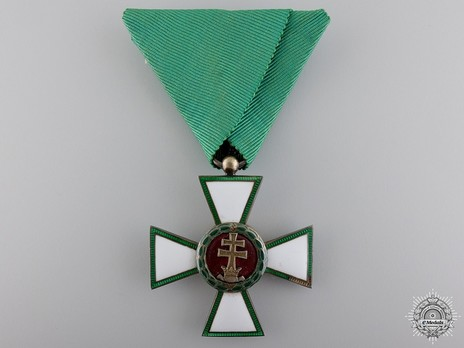 Hungarian Order of Merit, Knight, Civil Division Obverse
