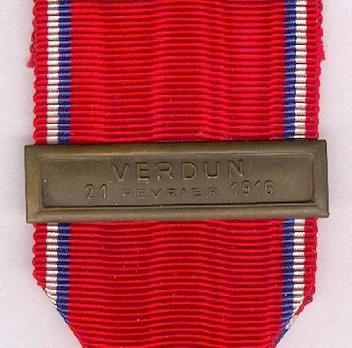 """Bronze Medal (with """"VERDUN 21 FEVRIER 1916"""" clasp, stamped """"A. AGUIER"""") Details"""