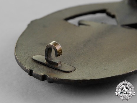 Panzer Assault Badge, in Bronze, by Unknown Maker: So-Called Juncker Detail