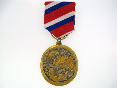 Order of Cloud and Dragon Obverse