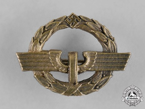German Female Railway Staff Service Badge, in Gold Obverse