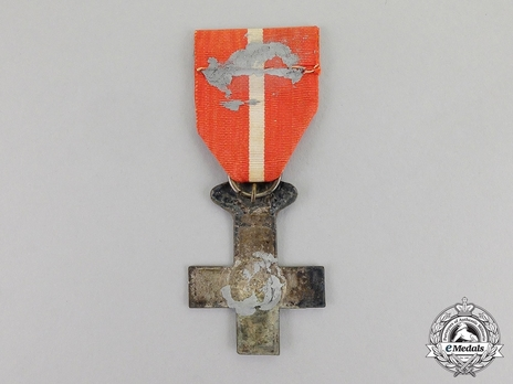 Silver Cross (red distinction with Royal Crown) Reverse