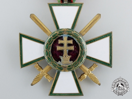Hungarian Order of Merit, Knight, Military Division Obverse
