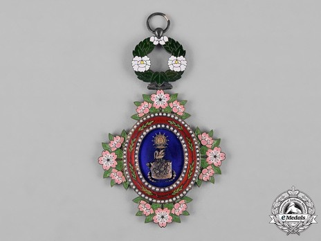 Order of the Sacred Crown, II Class Obverse