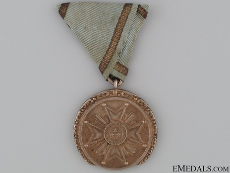 Order of the Three Stars, Gold Medal Obverse