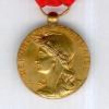 """Gilt Medal (stamped """"LUCIEN LAROCHETTE"""", """"MOURGEON"""") Obverse"""