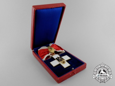 Cross of Honour of the German Red Cross, Type III, I Class Cross Case of Issue Obverse