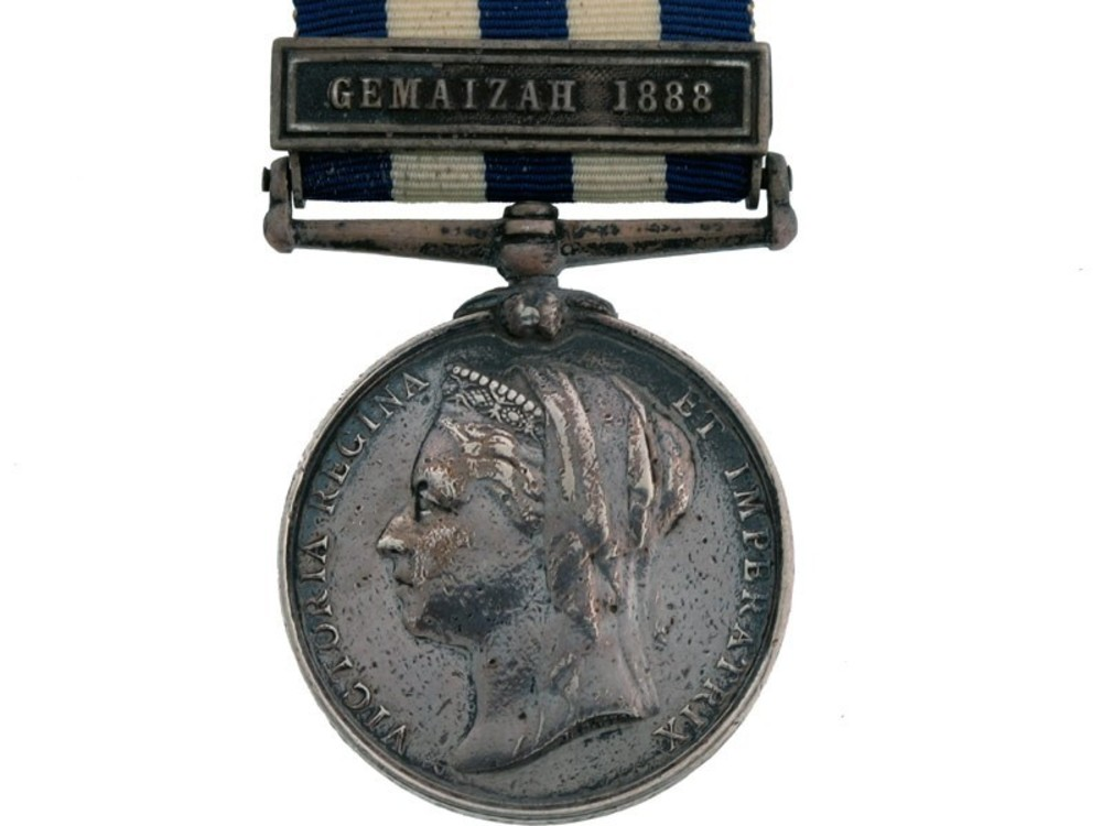 Silver medal with gemaizah clasp obverse