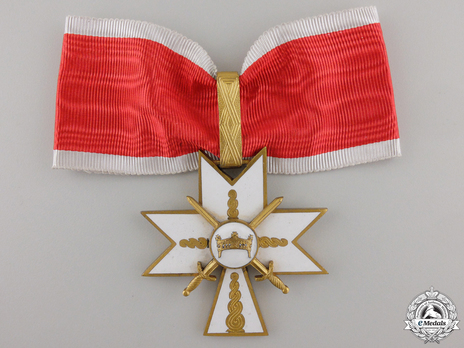 I Class Grand Officer (with swords) Obverse