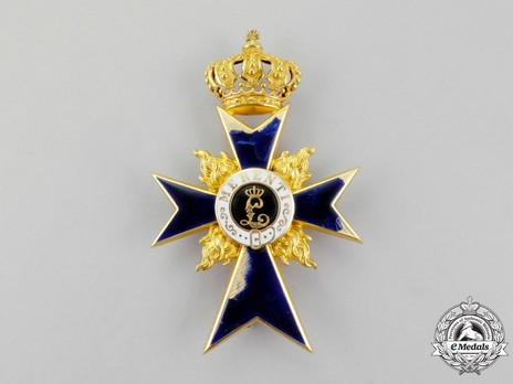 Order of Military Merit, Officer Cross (with flames) Obverse