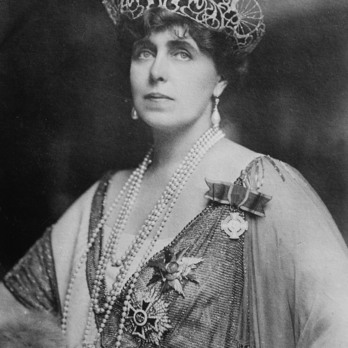 Queen Mary of Romania wearing the Order of the Romanian Crown, Grand Cross Breast Star