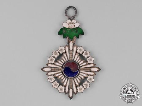 Order of the Golden Ruler, I Class Grand Cordon Badge Reverse