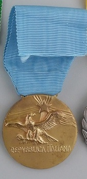 Medal of Honour for Long Command in the Air Force, in Gold (2010-Present) Reverse