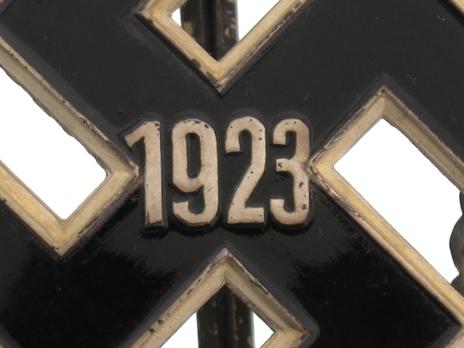 General Gau Honour Badge, in Silver (1923) Obverse Detail
