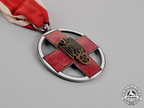 Cross of Honour of the German Red Cross, Type III, Medal Obverse