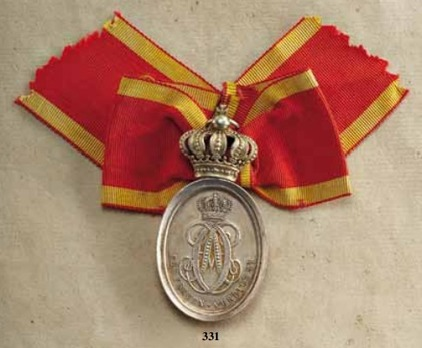 Honour Merit Medal for Women, II Division Medal (with crown, in silver gilt)
