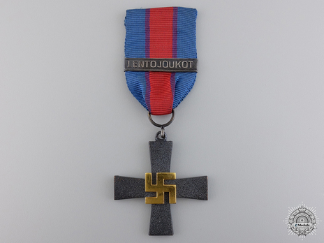 """Commemorative Cross for the Air Force (with """"LENTOJOUKOT"""" clasp) Obverse"""