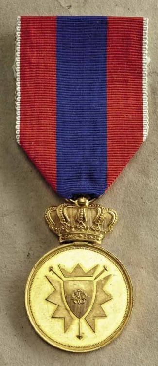 Merit+medal+lippe+schaumburg%2c+type+iv%2c+gold%2c+obv+