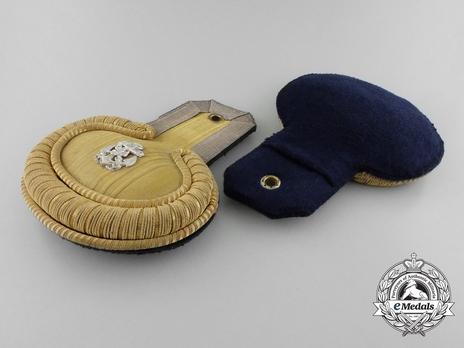 Kriegsmarine Leutnant Epaulettes Obverse & Reverse