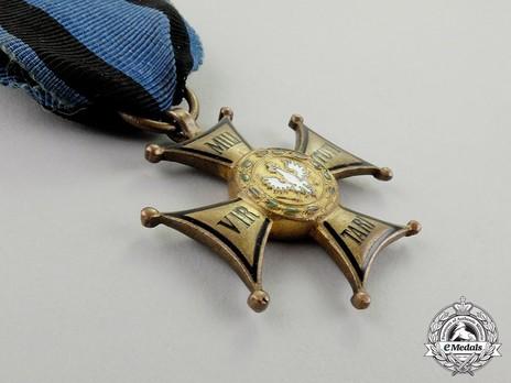 Order of Virtuti Militari, Type II, Gold Cross (1939-1992) Obverse