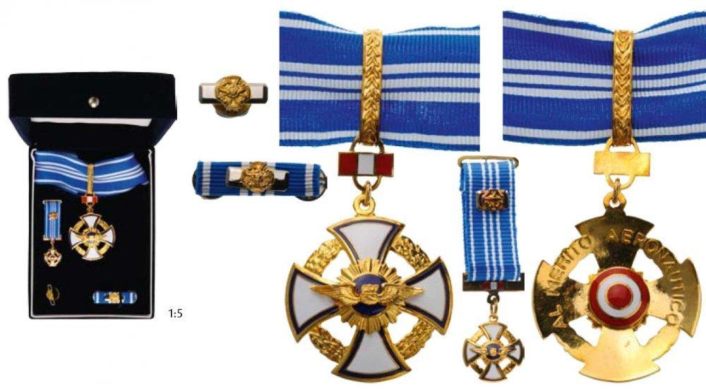 Commander and miniature gilt bronze obv s2