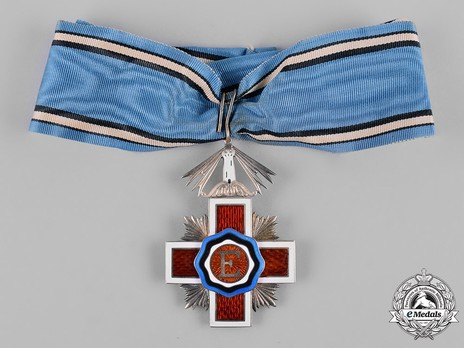 Order of the Estonian Red Cross, II Class Cross Obverse