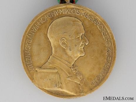 Bravery Medal, Gold Medal Obverse