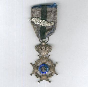 """Knight (with """"L"""" palm branch clasp, 1915-1951) Obverse"""