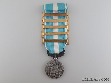 Silver Medal (with 5 clasps) Obverse