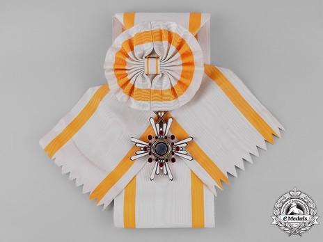 Order of the Sacred Treasure, I Class Obverse